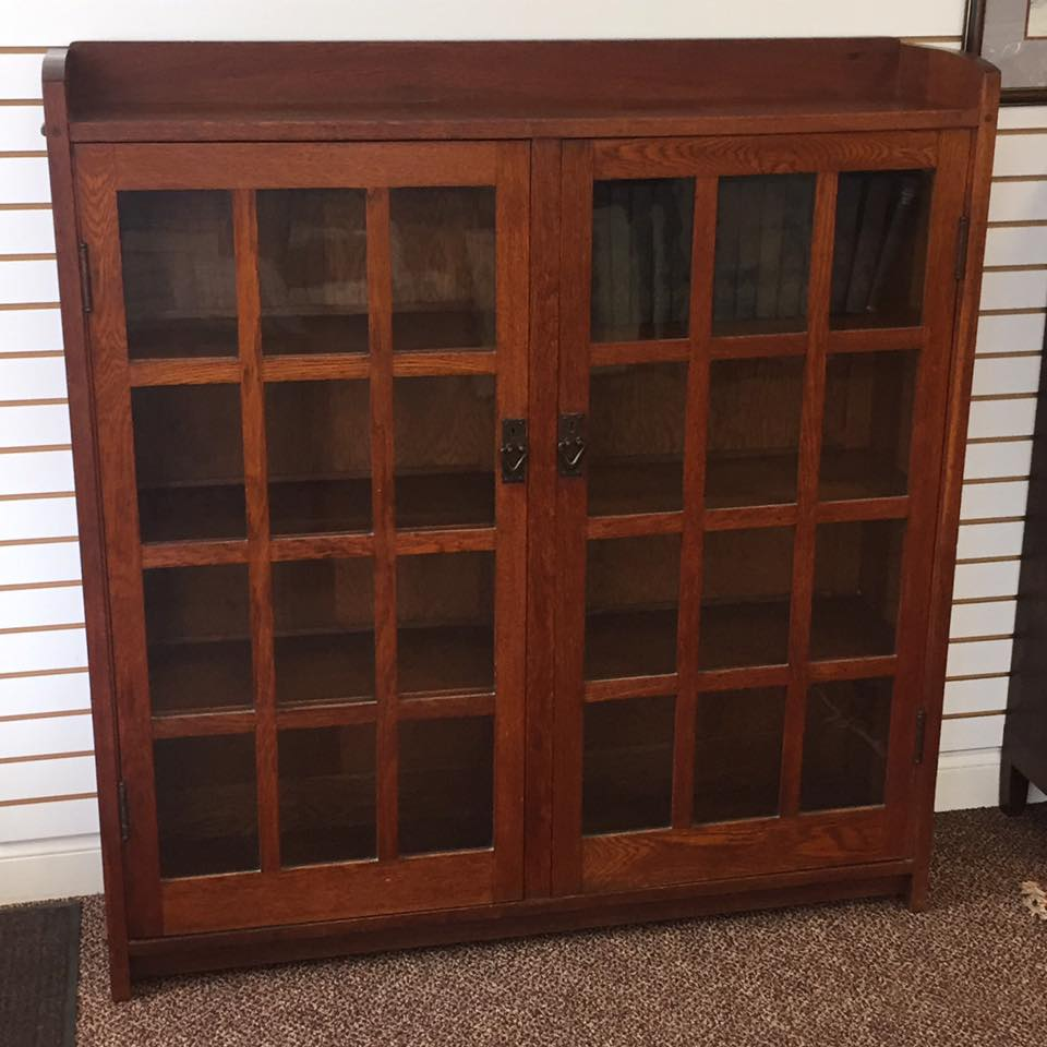Gustav stickley 2 door bookcase no 718